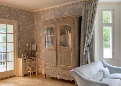 Indretning af stue i sarte pasteller
