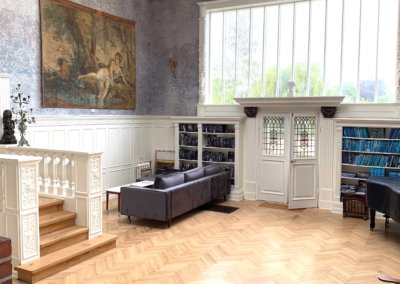 Atelier – til musik,TV og bibliotek's rum